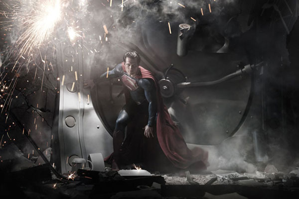 First Look at Henry Cavill as Superman in Man of Steel Really Big