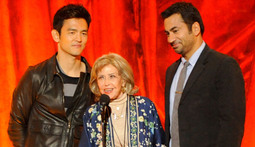 Spike Honors Voice Actress June Foray with Comic-Con Icon Award at SCREAM 2011