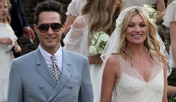 Kate Moss Marries - Mantenna