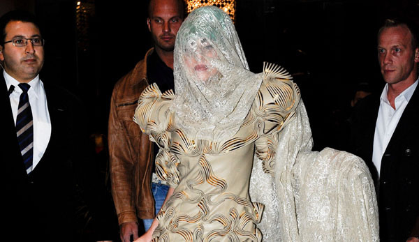 Lady Gaga Gets Egged by Angry Fans Mantenna