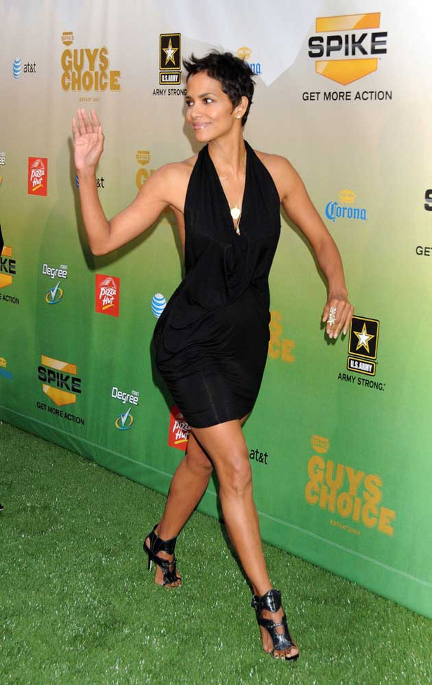 Arrivals at the 2009 Guys Choice Awards