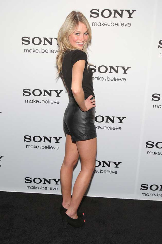 Katrina Bowden is a Little Hottie