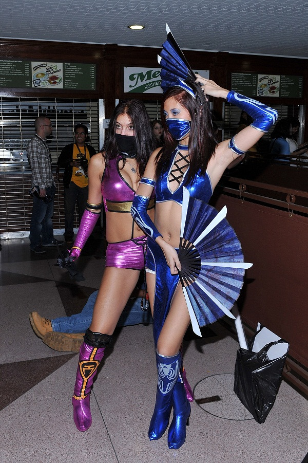 10 Sexy Comic-Con Cosplayers