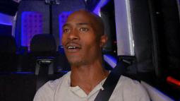 """Passengers Sing A """"Death Jam"""" In The Karaoke Van"""