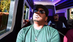 Boyz II Men Serenades A Pair Of Passengers Into Tears
