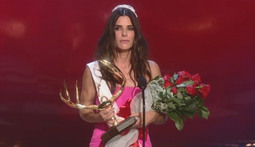 Sandra Bullock Picks Up Decade of Hotness Award