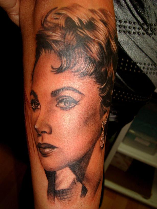 "Artist Portfolio: Katherine ""Tatu Baby"" Flores"