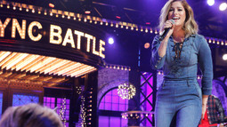 Cassadee Pope Performs Avril Lavigne's 'Complicated'