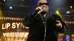 CeeLo Green Performs 'Rappers Delight'