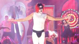 Jeff Dye Performs Marilyn Manson's 'The Beautiful People'