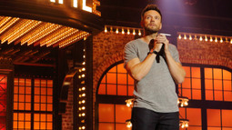 Joel McHale Performs Image Dragons' 'I Bet My LIfe'