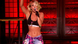 "Sneak Peek: Kaley Cuoco Performs ""Move B**ch'"