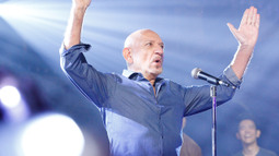 Sir Ben Kingsley Performs 'Every Breath You Take'