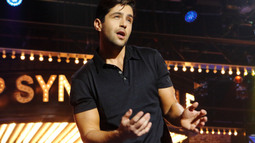 Josh Peck Performs Justin Bieber's 'What Do You Mean?'