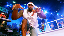 Ray Lewis Performs 'Hot in Herre' by Nelly