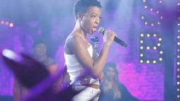 Samira Wiley Performs Toni Braxton's 'Un-Break My Heart'