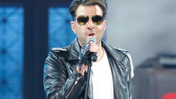 Zachary Quinto Performs George Michael's 'Freedom! '90'
